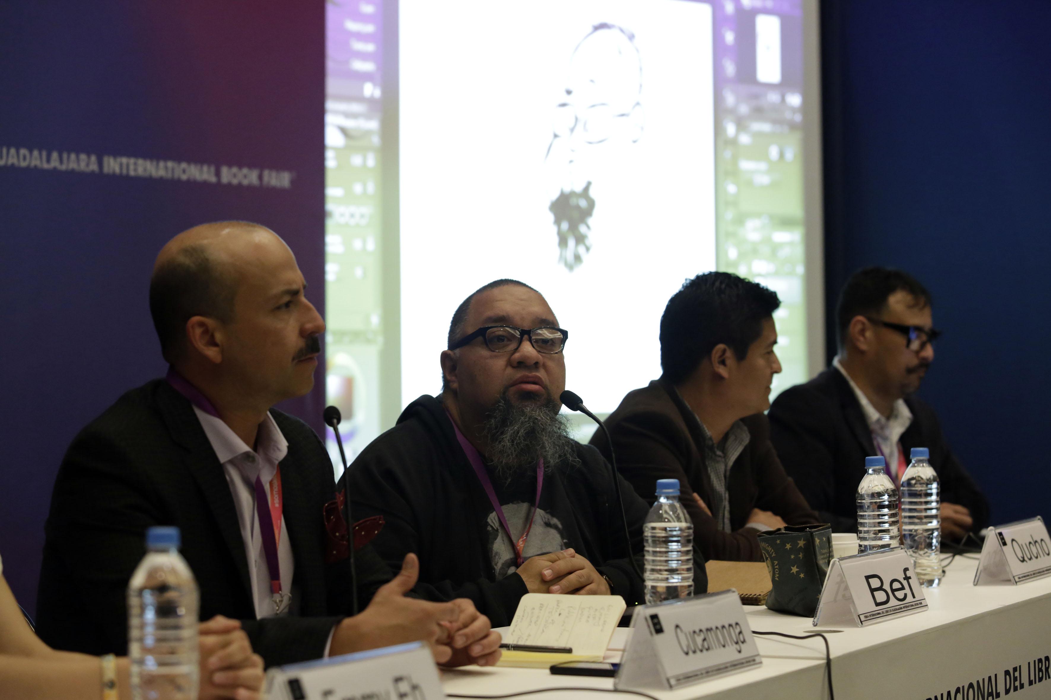 Caricaturistas latinoamericanos, destacados por retratar diferentes ámbitos de la vida política, social y cultural, participando como miembros del presídium en la mesa inaugural