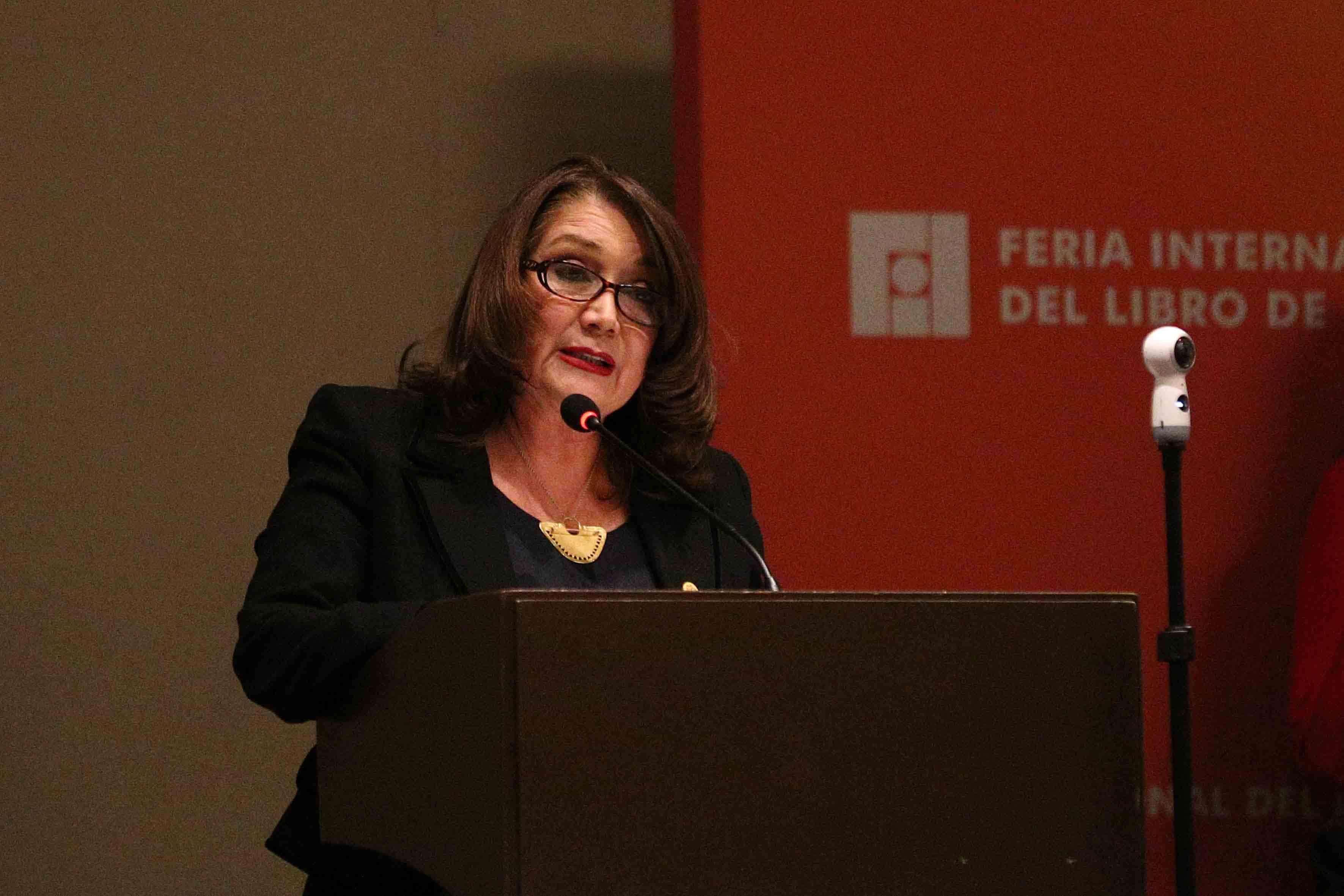 Doctora Lilia Oliver Sánchez (Rectora del Centro Universitario de la Costa Sur) haciendo uso de la palabra.