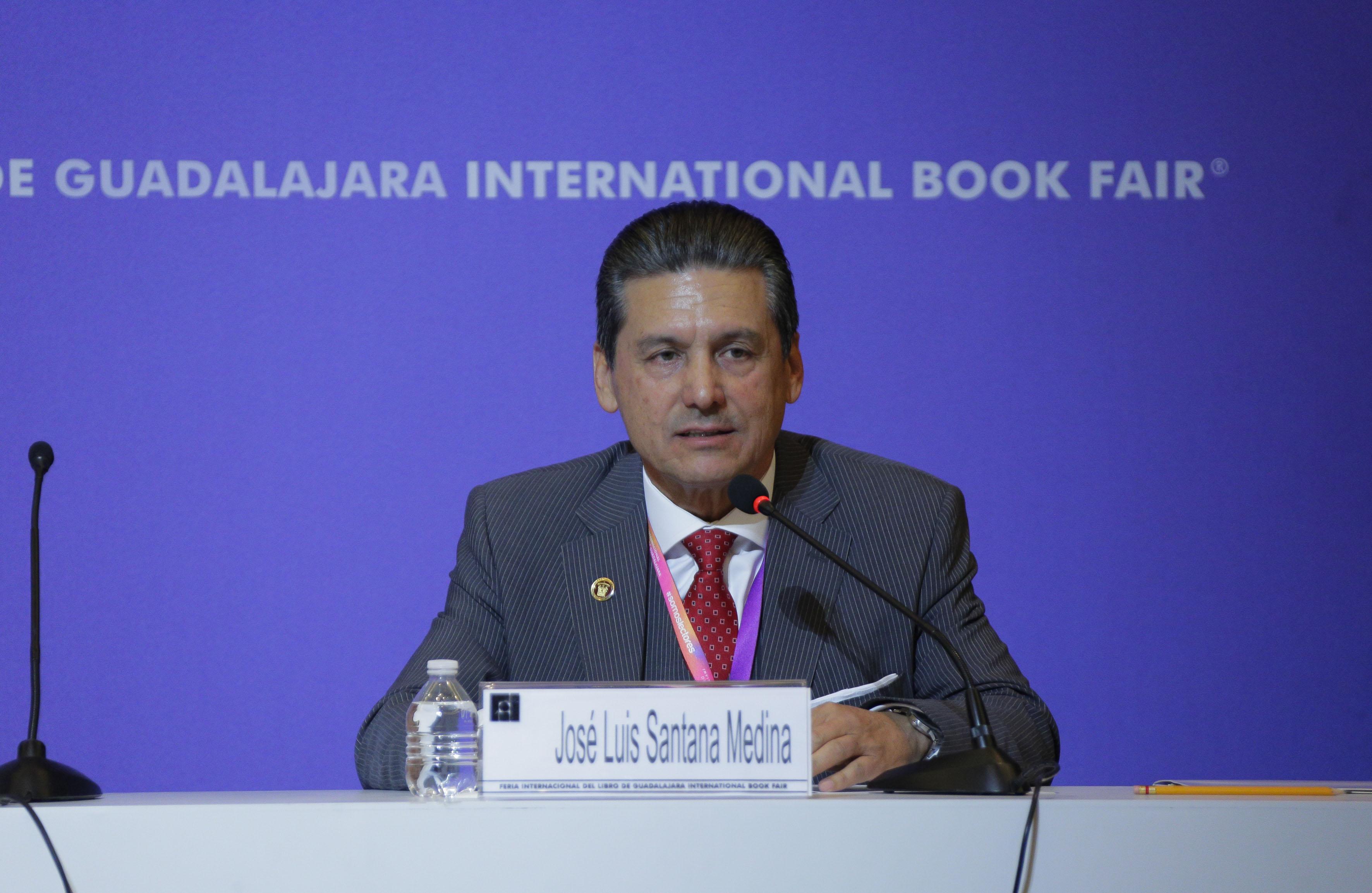 Jose Luis Santana Medina, haciendo uso de la palabra en el XIV Encuentro de Humanistas,