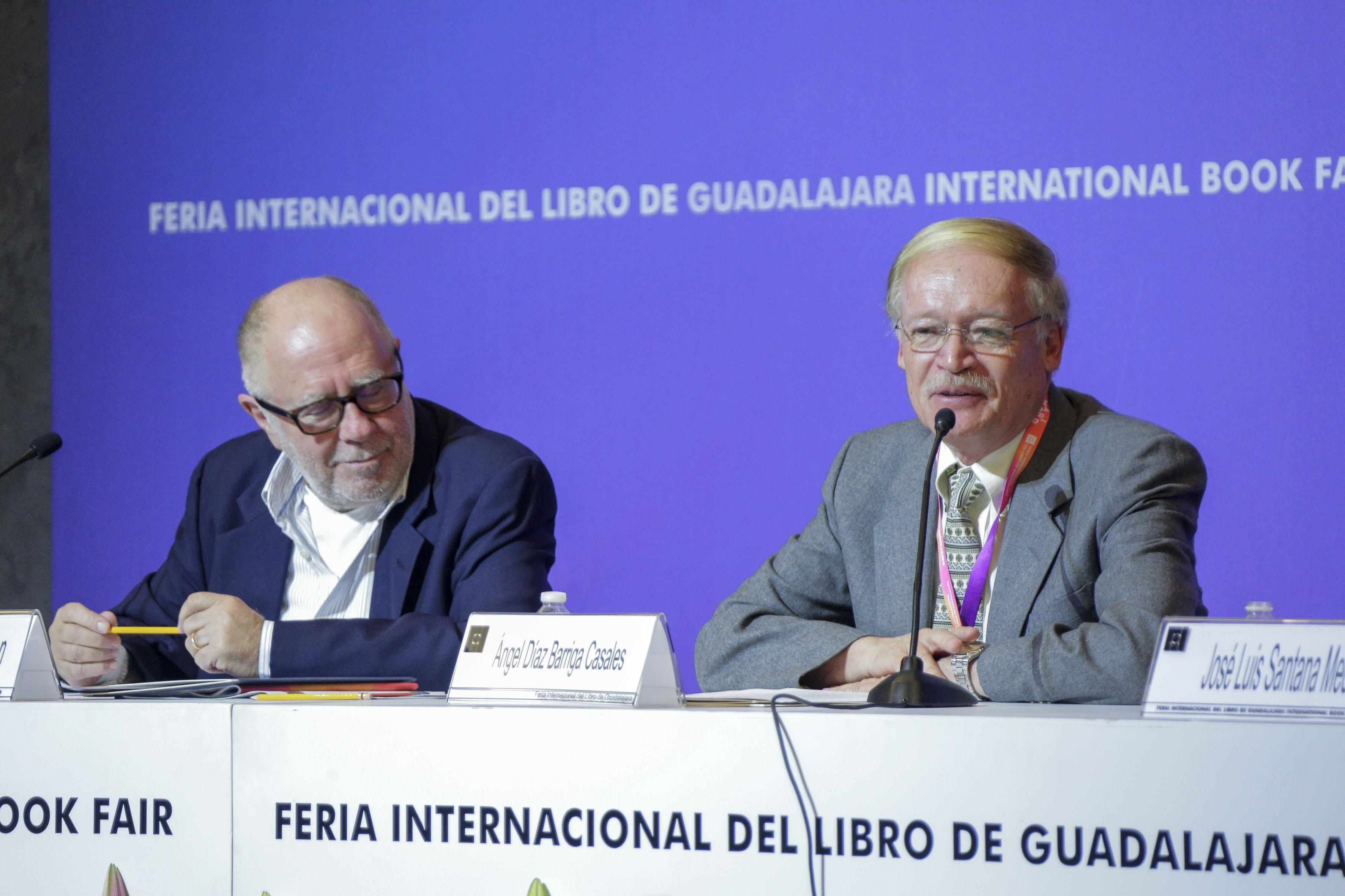 Dr Ángel Díaz Barriga Casales, investigador titular del Instituto de Investigadores sobre la Universidad y la Educación, haciendo uso de la palabra