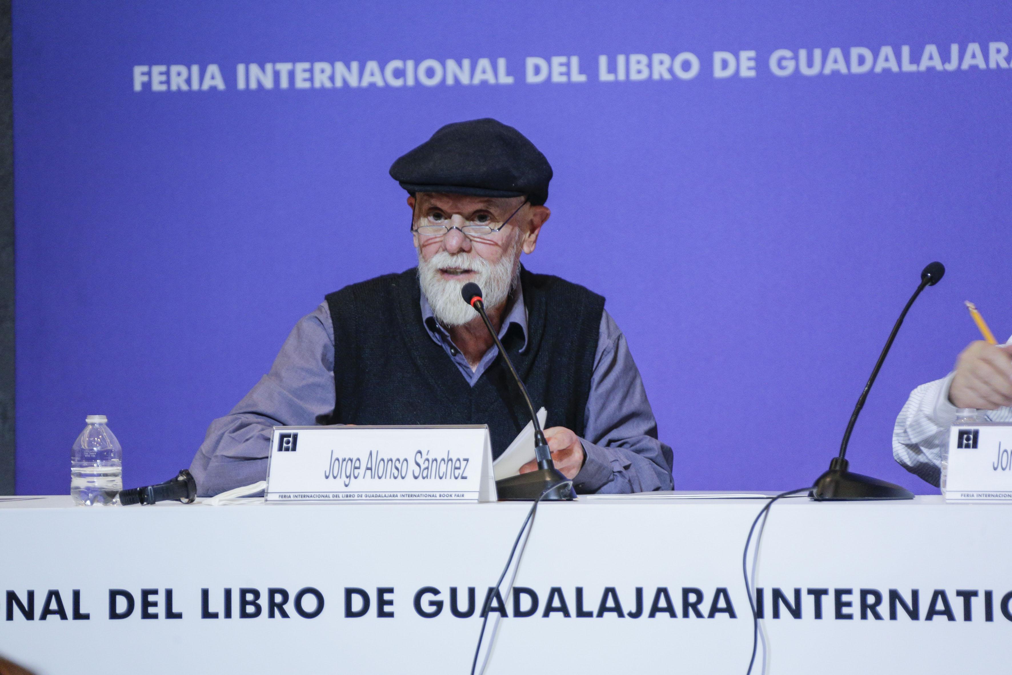 doctor Jorge Alonso Sánchez, investigador Emérito en el CIESAS Occidente, participando en el XIV Encuentro de Humanistas, organizado por la Vicerrectoría Ejecutiva de la Universidad de Guadalajara, en el marco de la Feria Internacional del Libro.