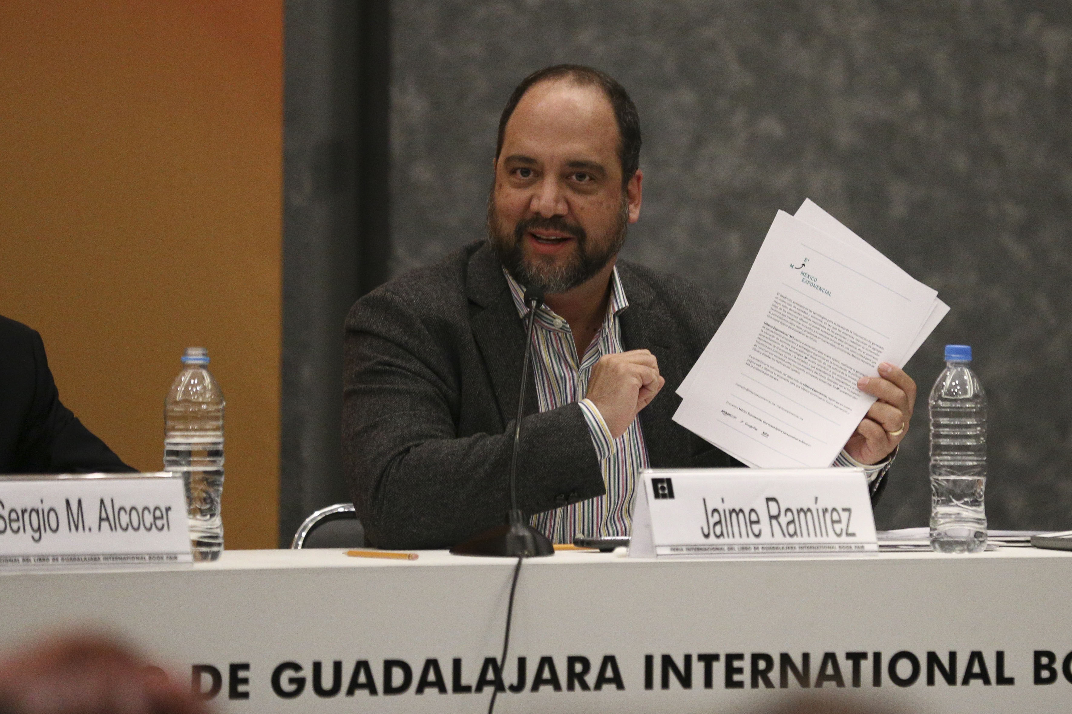 Jaime Ramirez haciendo uso de la palabra en la presentación de la plataforma México Exponencial en la Feria Internacional del Libro de Guadalajara (FIL 2017)