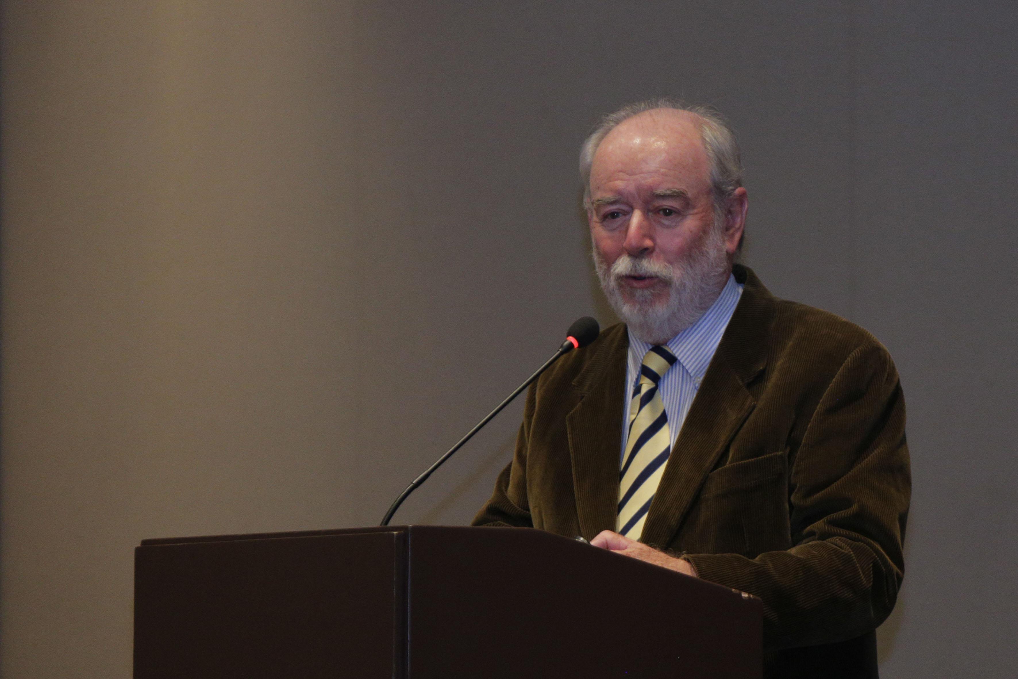 Exequiel Ezcurra quien es investigador, profesor y divulgador científico, así como uno de los pioneros en la elaboración de estudios de impacto ambiental en México, haciendo uso de la palabra