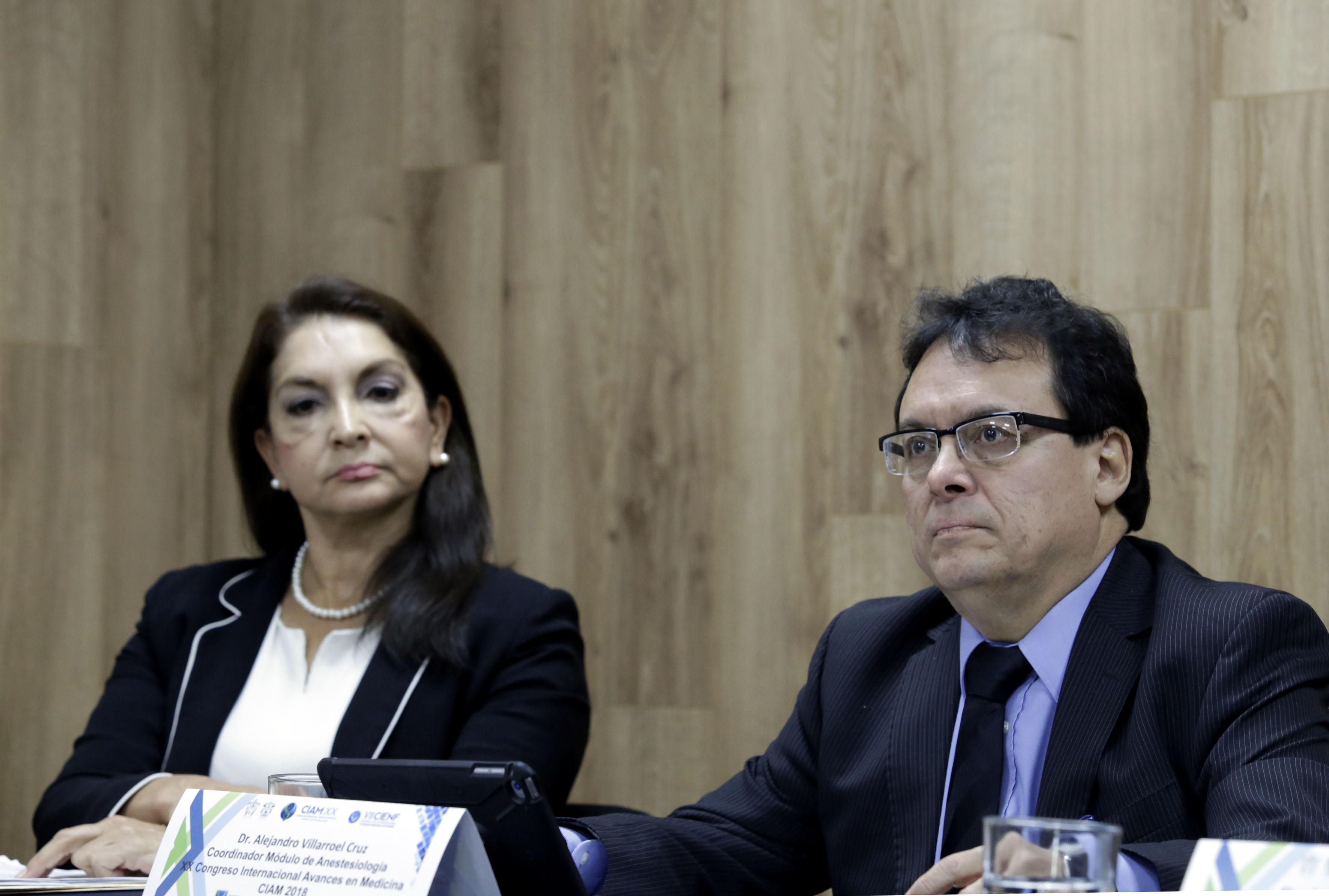 Dr Alejandro Villaroel Cruz, coordinador de dicho módulo, participando en rueda de prensa