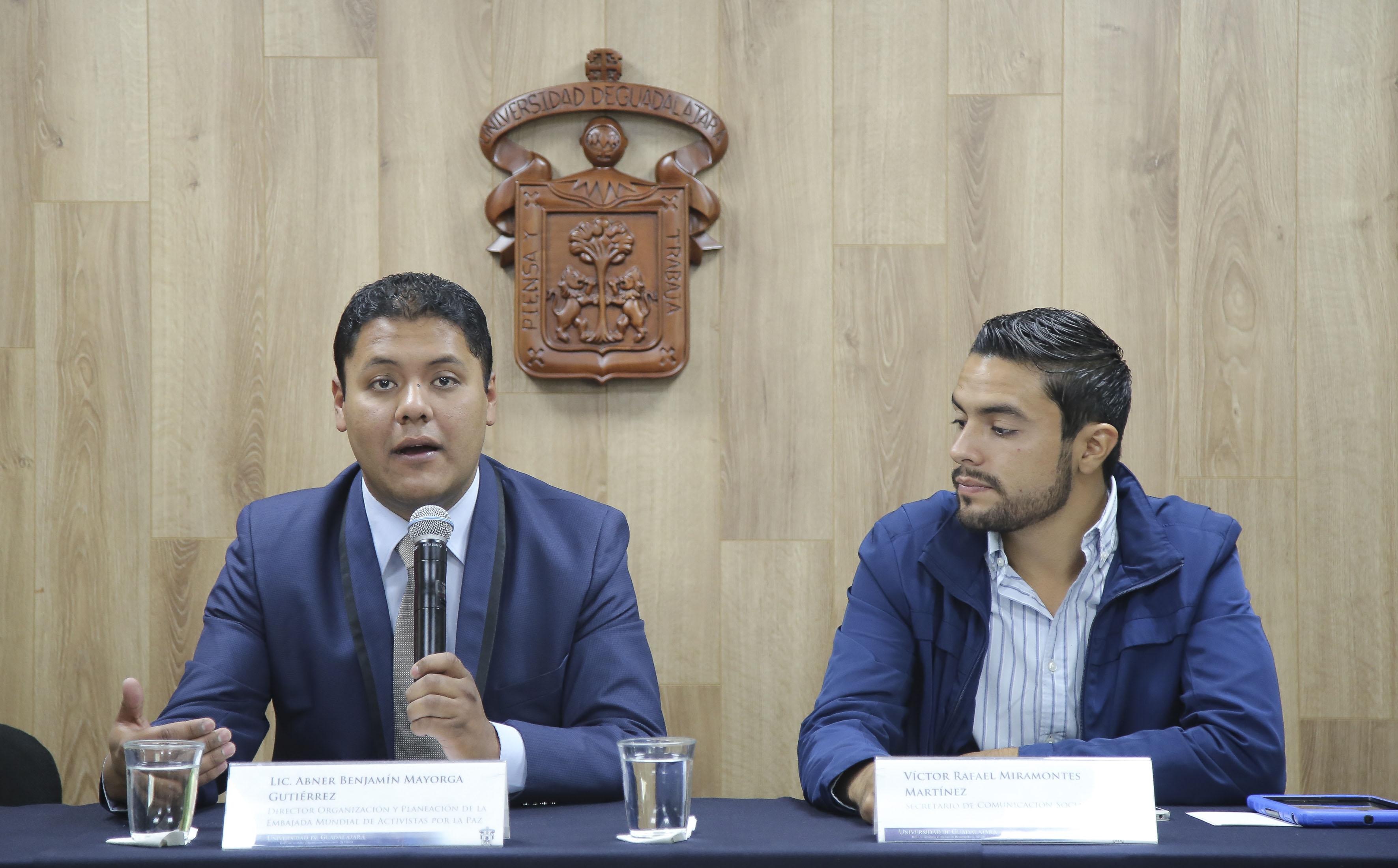 Lic. Abner Benjamín Mayorga Gutiérrez, Director de Organización y Planeación de dicha embajada en México, haciendo uso de la palabra