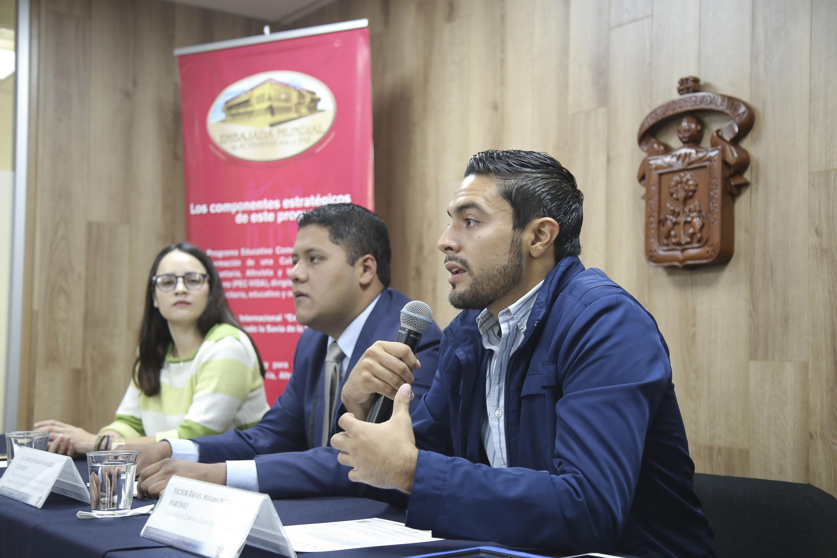 Secretario de Comunicación Social de la Federación de Estudiantes Universitarios (FEU), Víctor Rafael Miramontes Martínez, haciendo uso de la palabra en rueda de prensa