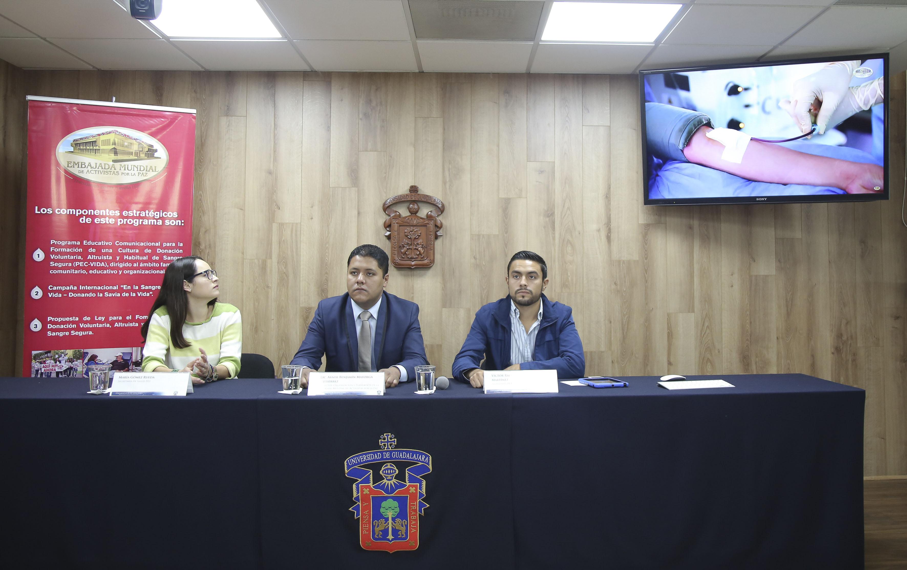 """Rueda de prensa para anunciar que durante enero y febrero del próximo año se realizará la campaña """"Sangre de León"""" en los centros universitarios regionales de la UdeG"""