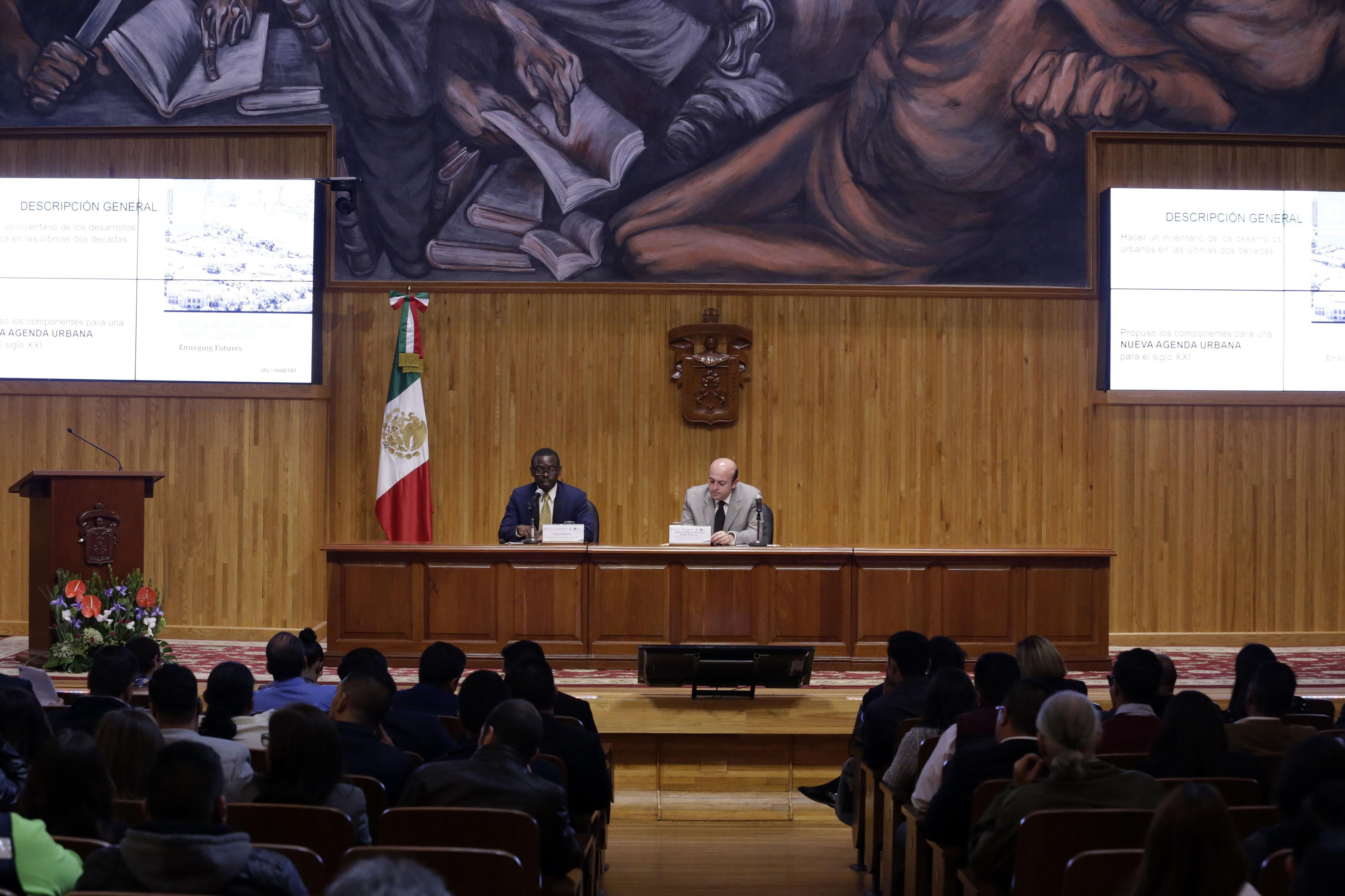 """Mtro. Juma Assiago, Coordinador Global del Programa """"Ciudades más seguras"""", de ONU-Hábitat, durante el encuentro de Seguridad Urbana """"Hacia el foro norteamericano de seguridad pública"""""""
