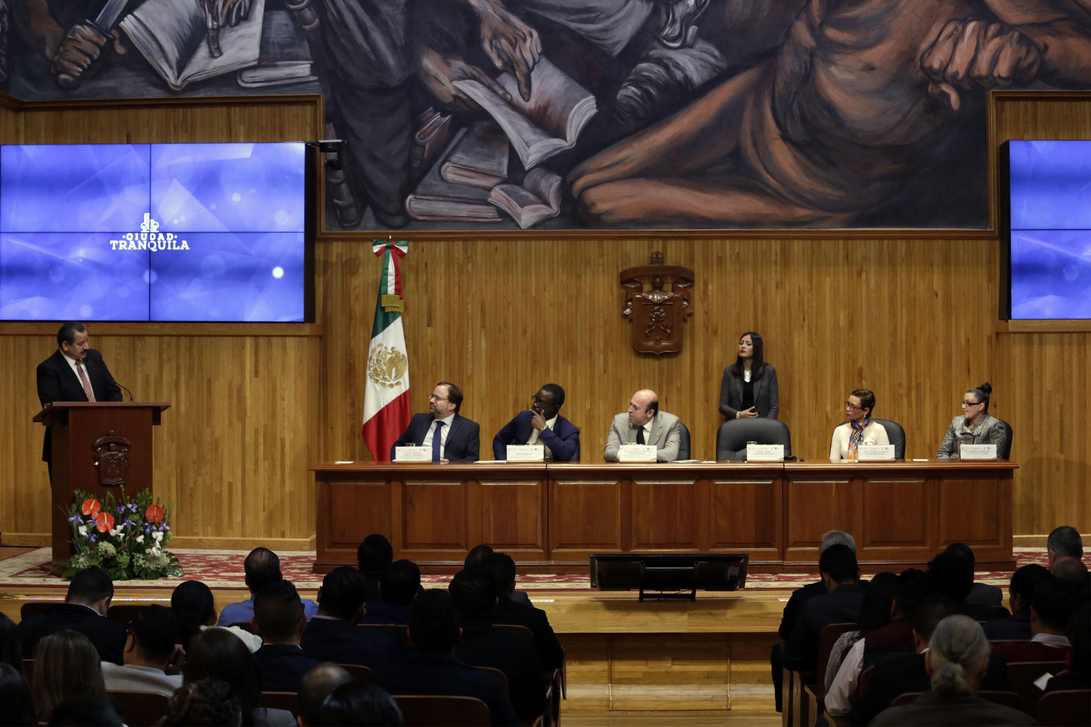 """Encuentro de Seguridad Urbana """"Hacia el foro norteamericano de seguridad pública"""", realizado en el Paraninfo Enrique Díaz de León de la UdeG."""