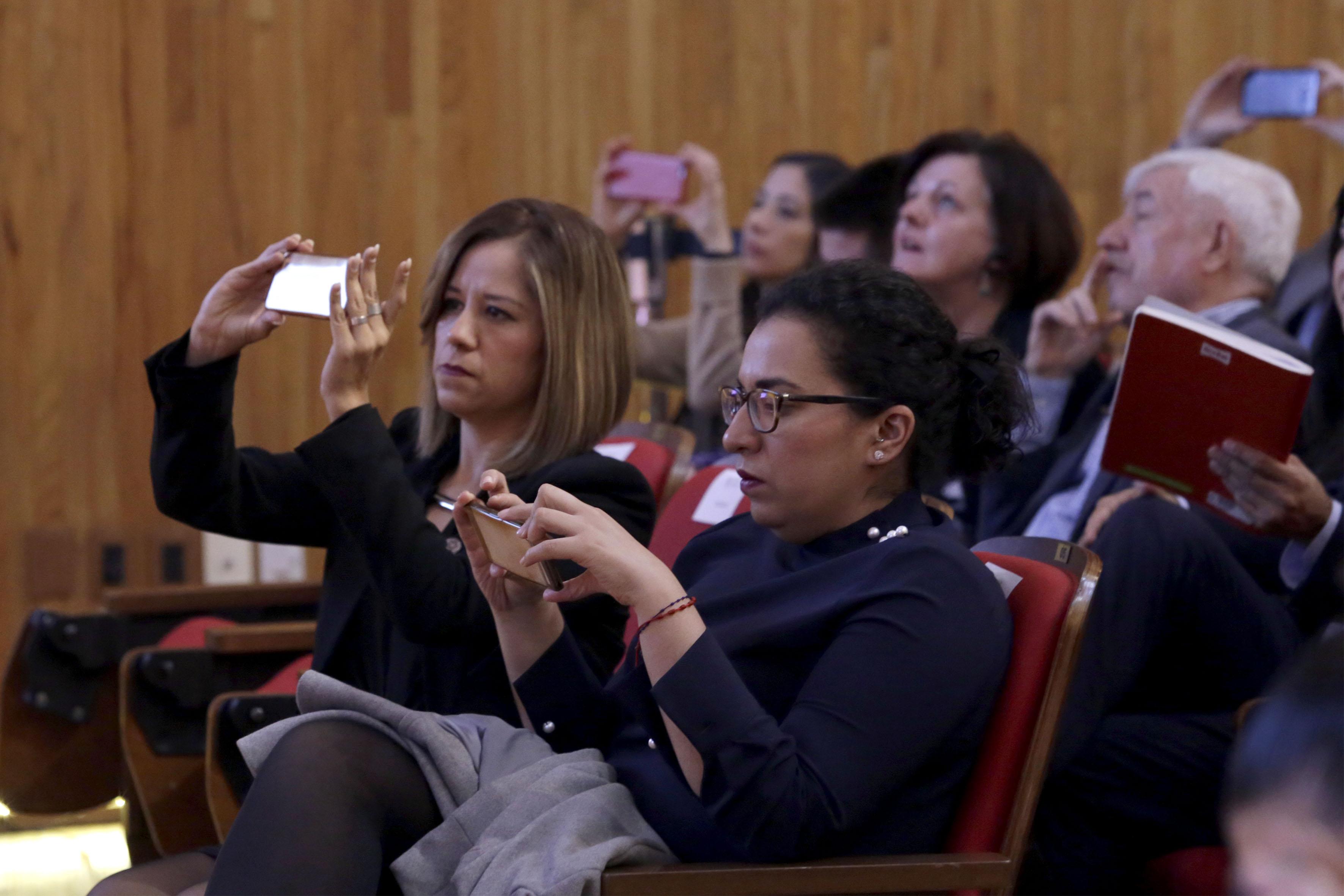 """Publico asistente al encuentro de Seguridad Urbana """"Hacia el foro norteamericano de seguridad pública"""", realizado en el Paraninfo Enrique Díaz de León de la UdeG."""