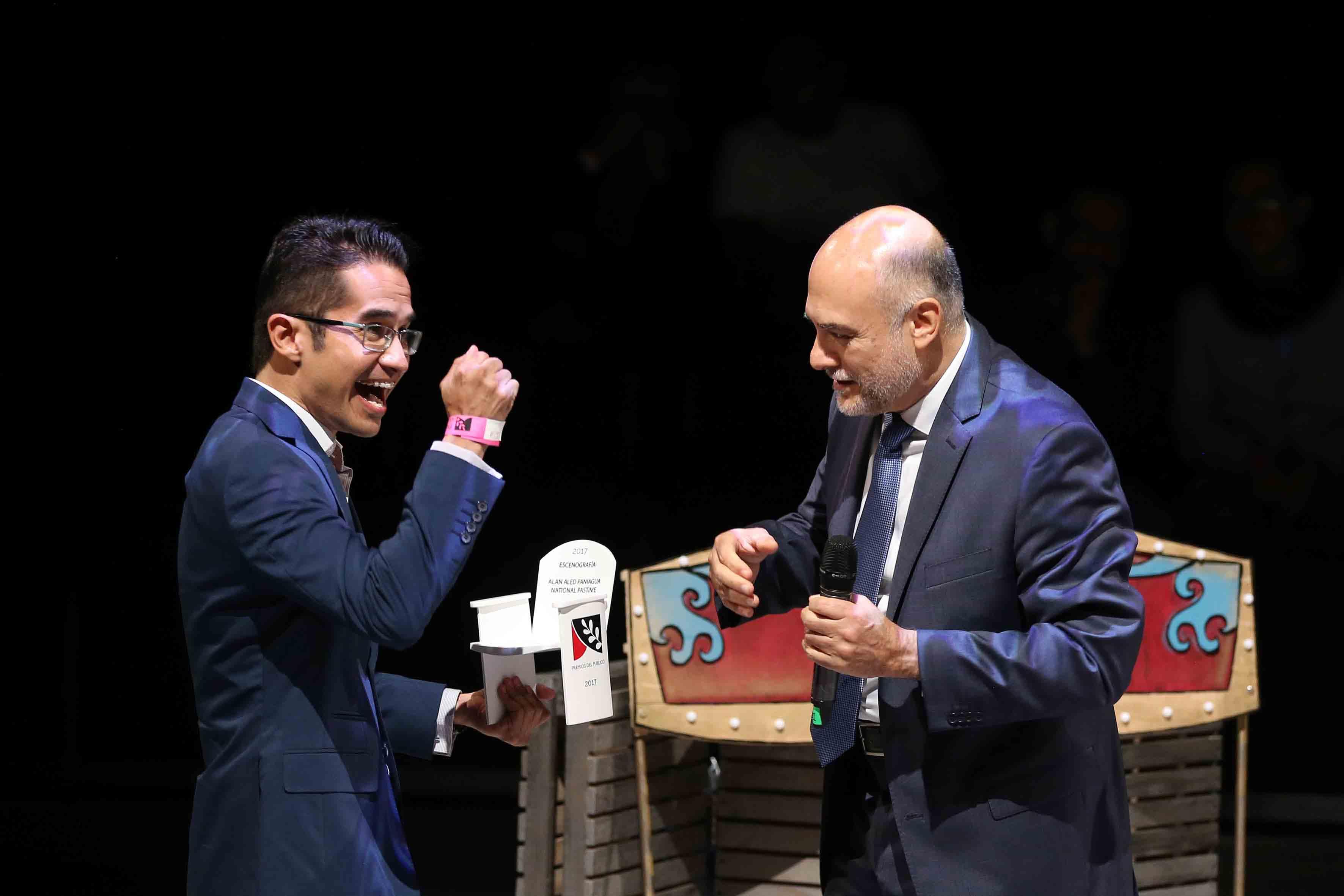 Primera edición de los Premios del Público a lo Mejor del Teatro, ceremonia que se efectuó la noche de este sábado en el Conjunto de Artes Escénicas, de la Universidad de Guadalajara.