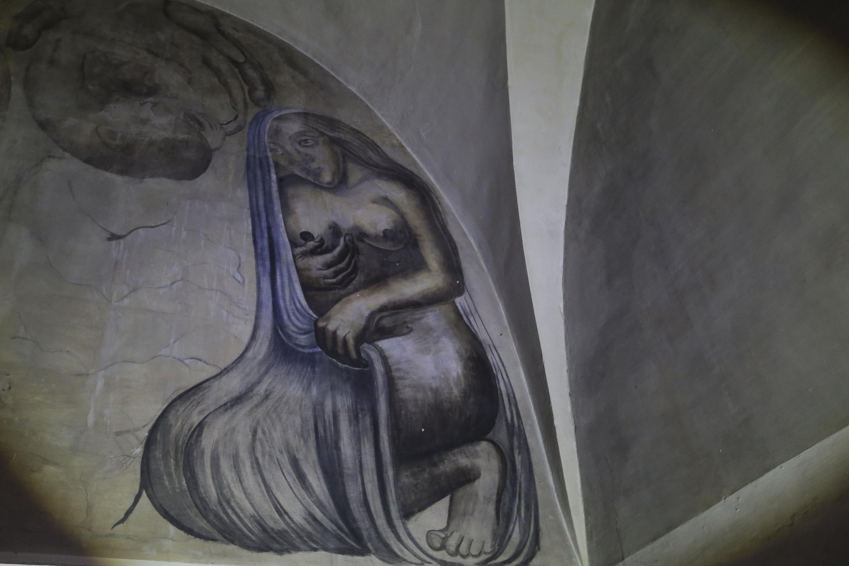 """Mural del muro sur """"Desnudo de mujer"""" de la Biblioteca Iberoamericana """"Octavio Paz""""."""