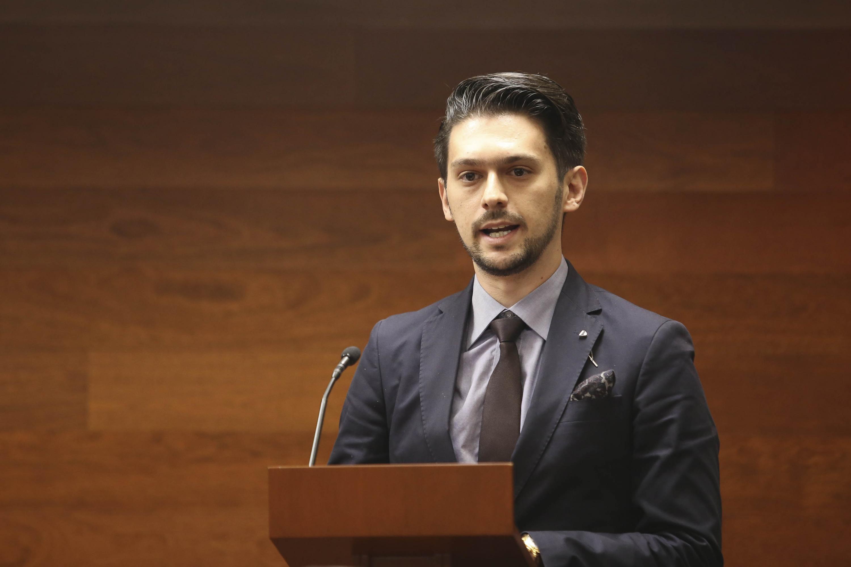 Luis Daniel Mateos, Chief Executive Office Mateos Consultores, haciendo uso de la palabra