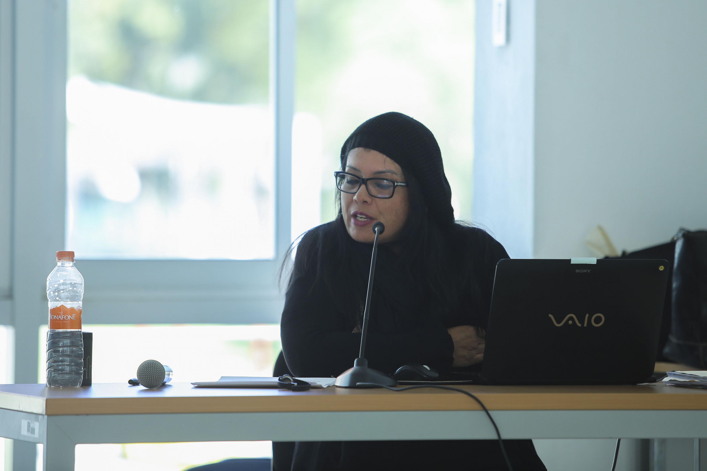 Maestra Ivannia Barboza Leitón, de la Universidad de Costa Rica, impartiendo conferencia.
