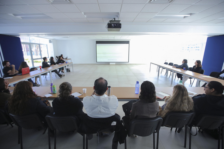 Alumnos de la maestría en Estudios de Literatura Mexicana del CUCSH, asistentes a conferencia.