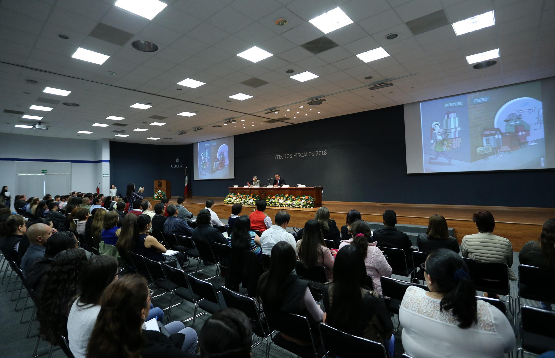 """Público asistente al a Conferencia """"Efectos fiscales del paquete económico 2018"""""""