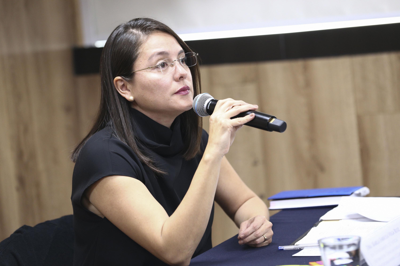 Jefa del Departamento de Justicia Alternativa, Ciencias Forenses y Disciplinas Afines al Derecho del CUTonalá, doctora Karla Fabiola Vega Ruiz, haciendo uso de la palabra.