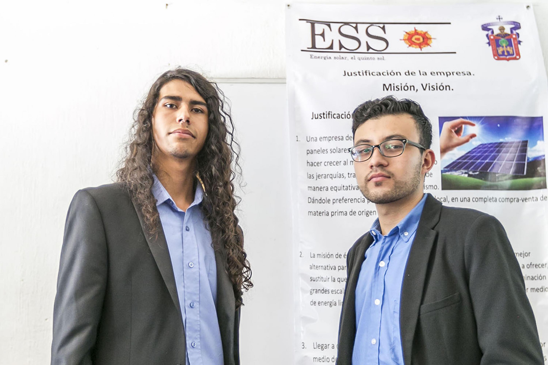 "Alumnos de la  Escuela Politécnica ""Ing. Jorge Matute Remus"" de la Universidad de Guadalajara (UdeG"