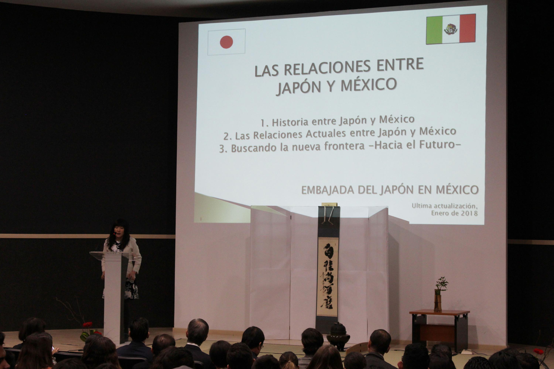 Maestra de ceremonias del evento realizado en el auditorio de CULAGOS