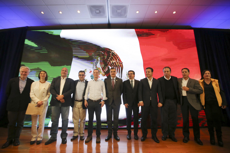 Rector general  maestro Itzcóatl Tonatiuh Bravo Padilla, Ricardo Anaya Cortés y autoridades universitarias iniciar diálogos con presidenciables