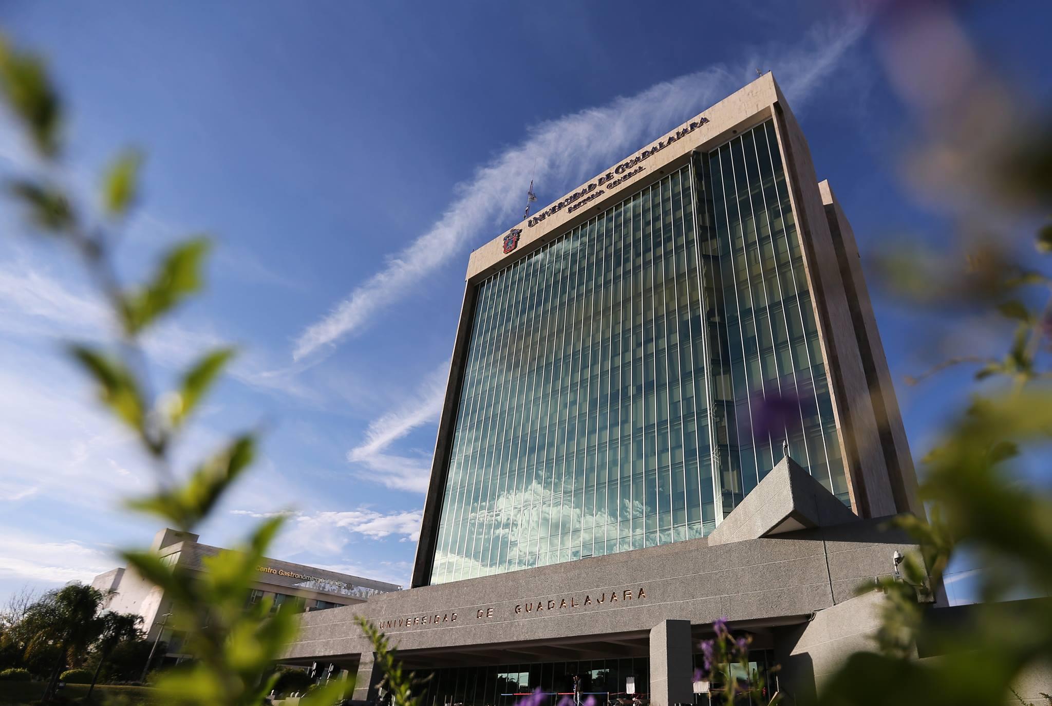 Edificio de la Rectoría General de la Universidad de Guadalajara visto desde Escorza y Av. Juarez