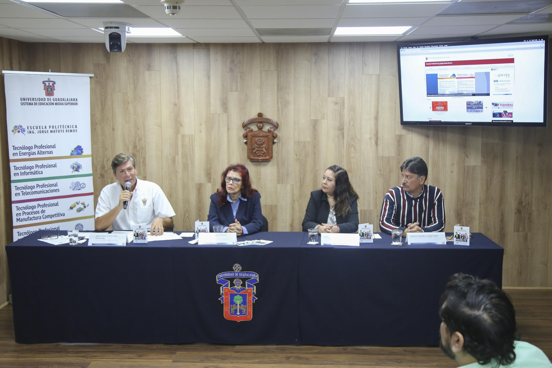 La mesa de presentación la formaron 4 funcionarios de SEMS