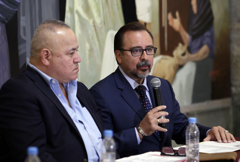 Doctor Carlos Cuevas de Alba, Jefe del Servicio de Ortopedia Pediátrica del HCG, haciendo uso de la palabra