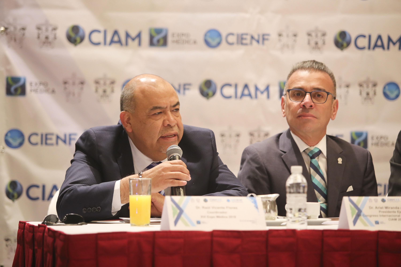Doctor Raul Vicente Flores, haciendo uso de la palabra en rueda de prensa