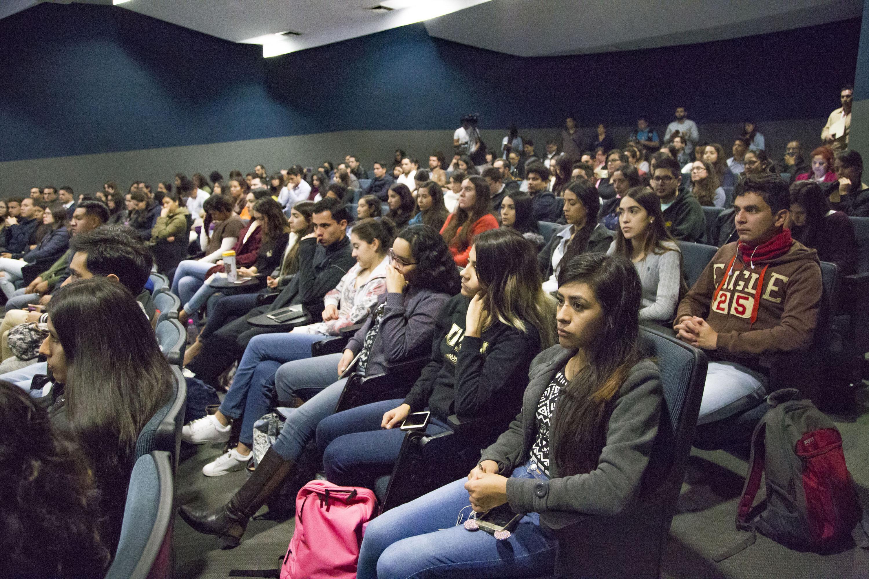 Publico asistente a la inauguración del I Coloquio de Políticas Públicas para el Bienestar de la Juventud