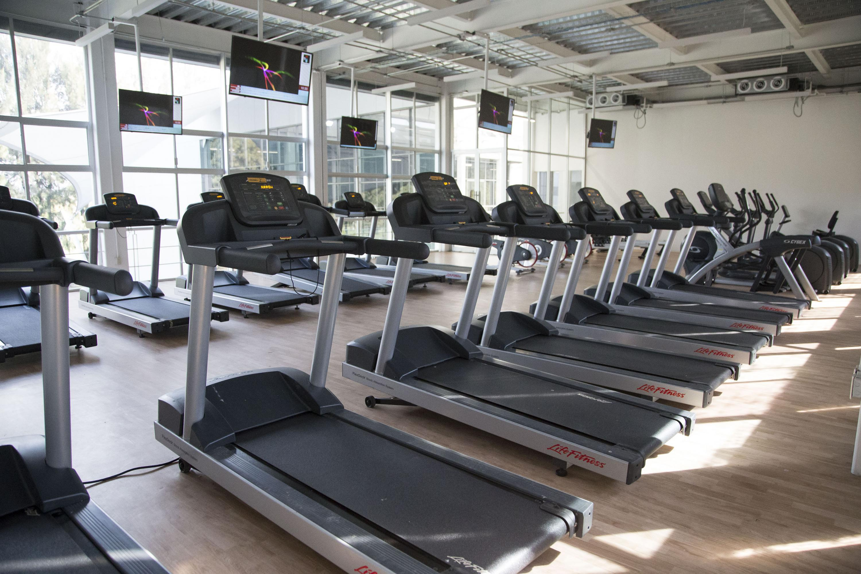 Área de caminadoras del gimnasio CARE CUCEA