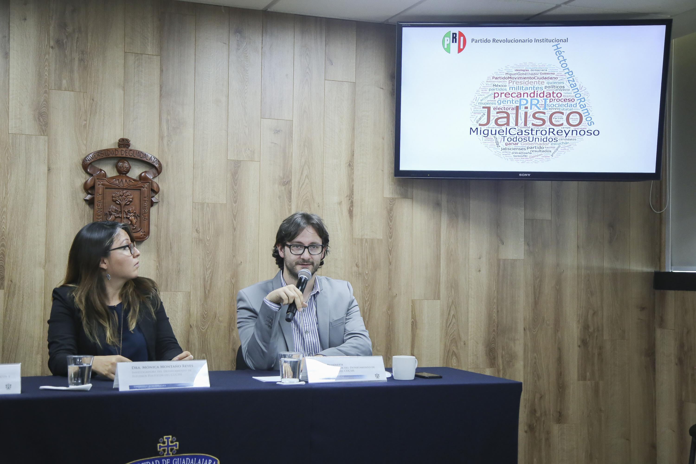 Dr. Busoletti en su intervencion al microfono en la rueda de prensa