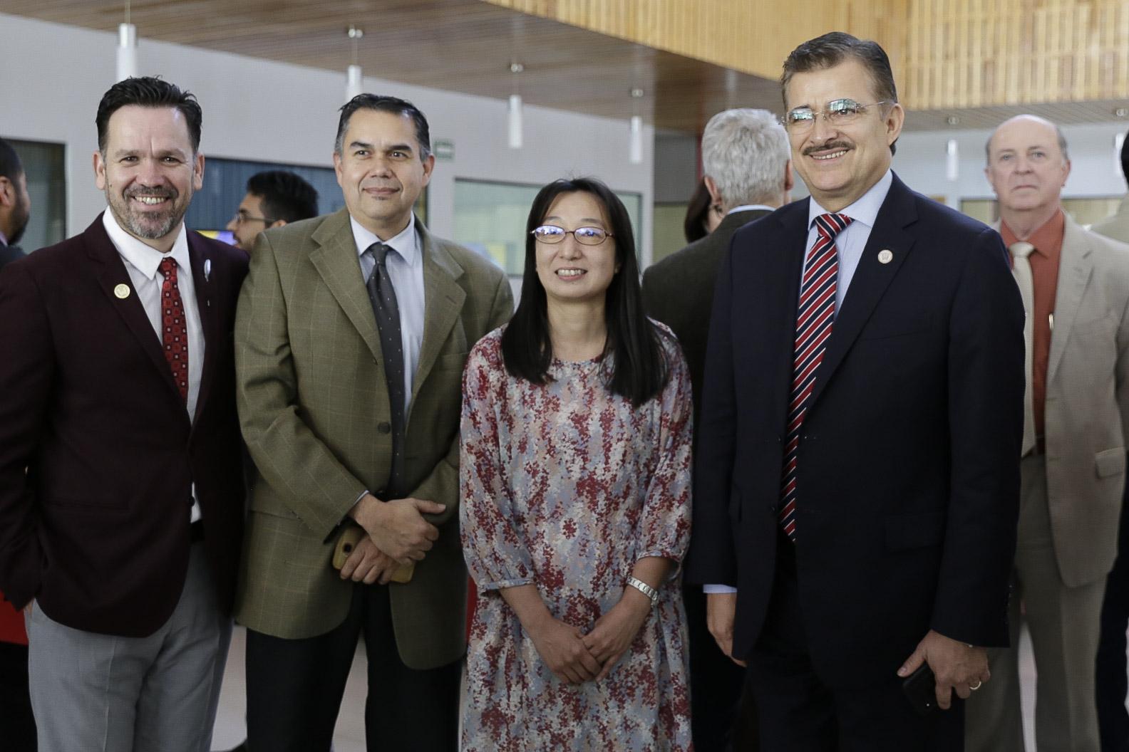 El rector General y el rector de CULagos saludaron a los académicos extranjeros