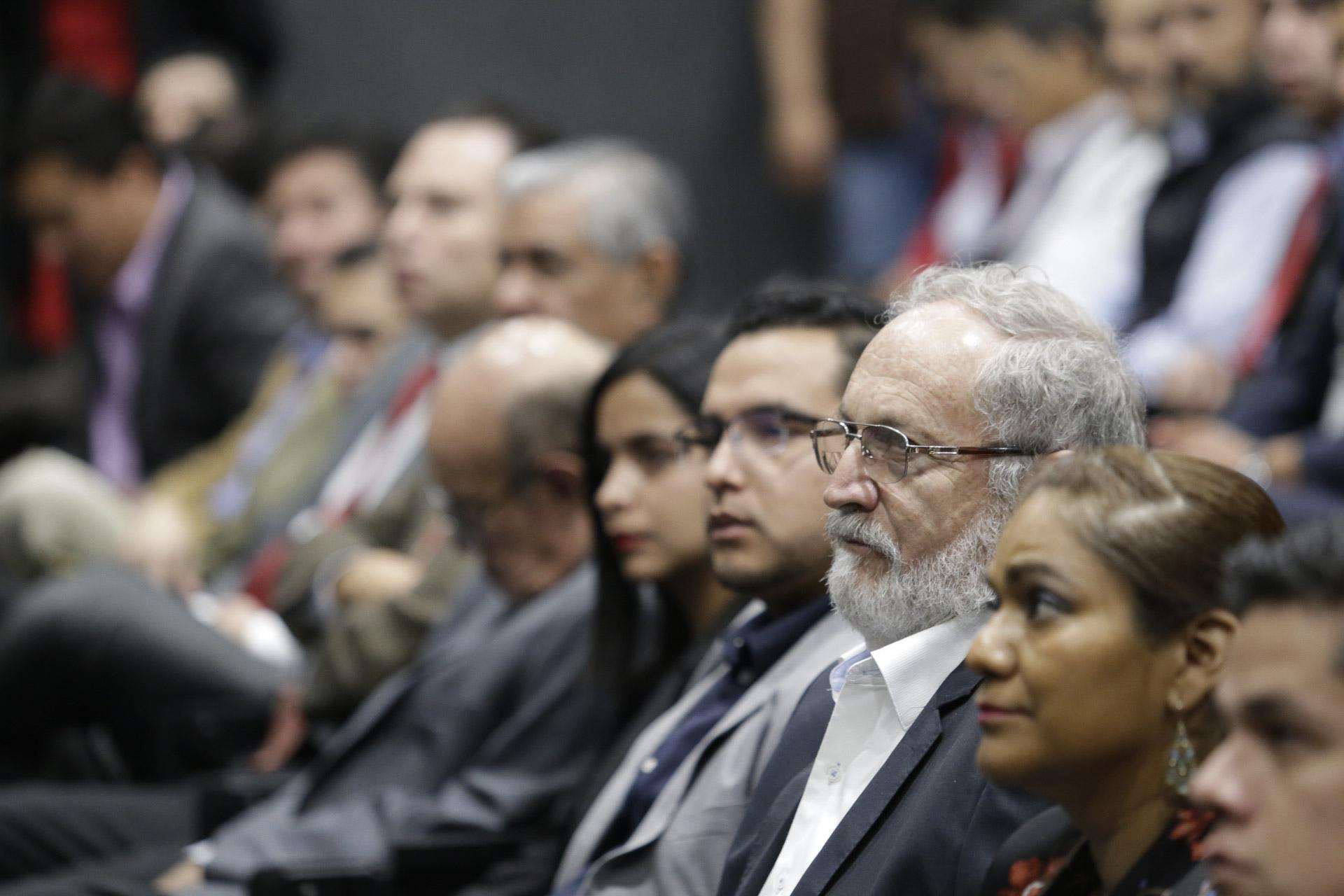 Académicos e investigadores de CULAGOS asistieron a la presentacion del informe