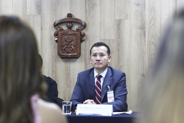 Director de la División de Disciplinas Básicas para la Salud del CUCS, doctor Eduardo Gómez Sánchez.