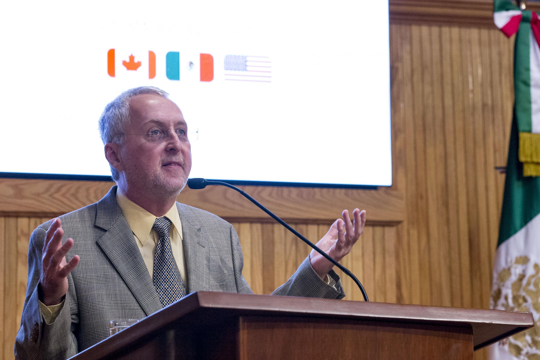 Ponente haciendo uso de la palabra, en el coloquio de Invierno de la Red de Políticas Públicas