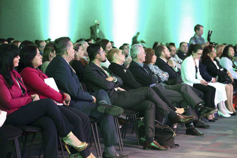 Asistentes a la Conferencia de Cossio Díaz en el auditorio de Expo Guadalajara