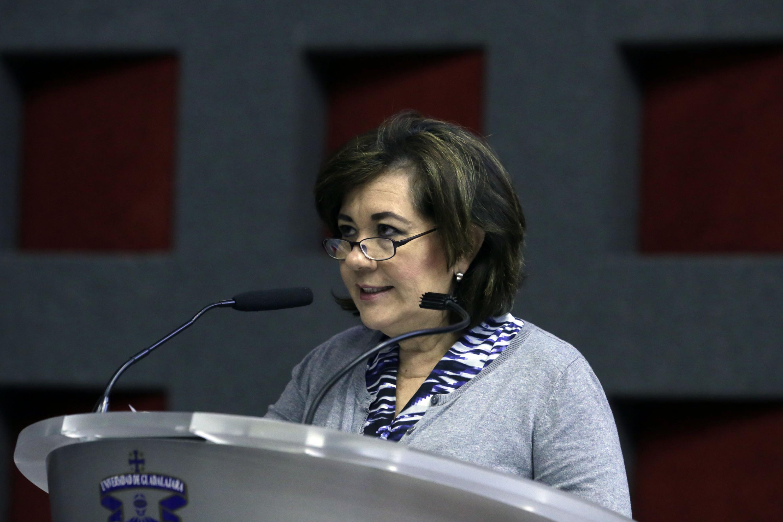 La doctora Mercado Gónzalez es Directora de la División de Disciplinas Clínicas del CUCS hablo desde el podio