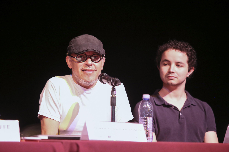 """Luis Manuel Aguilar (Mosco), director de la obra de teatro """"Gran Dios Brown"""", haciendo uso de la palabra."""