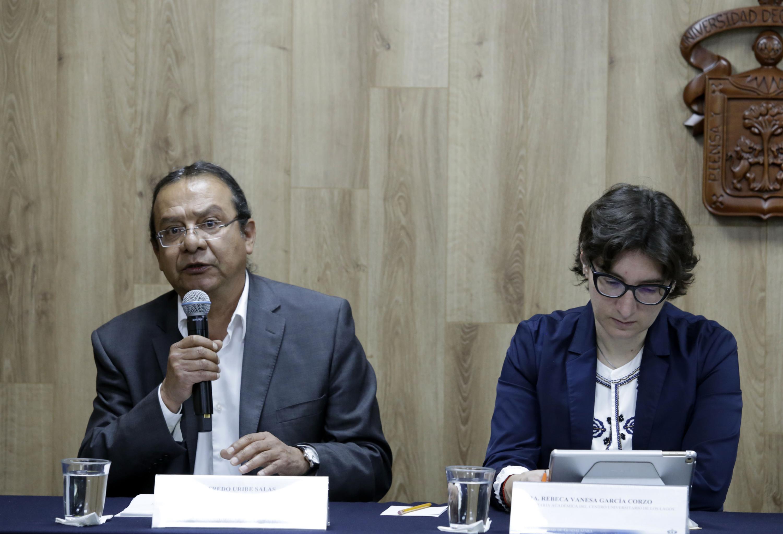 Autoridades organizadoras del congreso, participando en rueda de prensa.