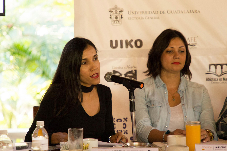 Dos presentadoras hablaron durante la rueda de prensa