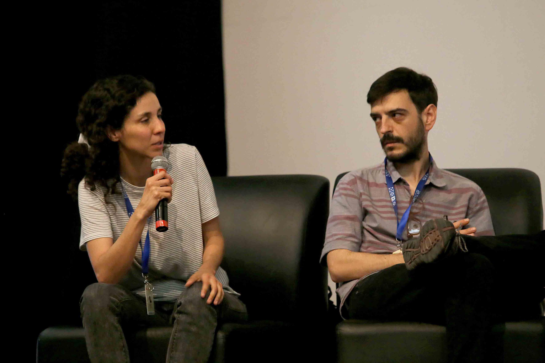 Dos alumnos destacados en el área cinematográfica, enriqueciendo los documentales con sus observaciones.