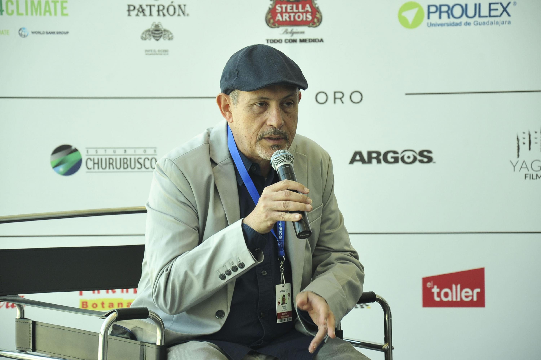 Encargado de Son de Cine, el periodista musical Enrique Blanc, haciendo uso de la palabra