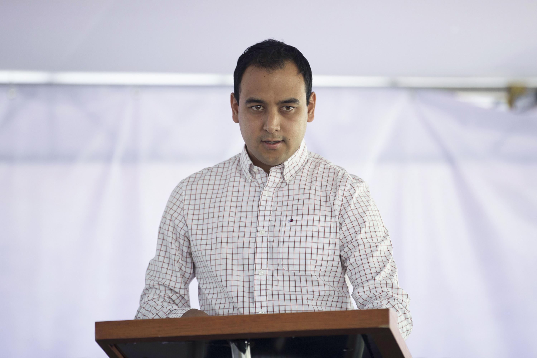 Habla en el microfono Jesús Arturo Medina Varela es el Presidente de la FEU