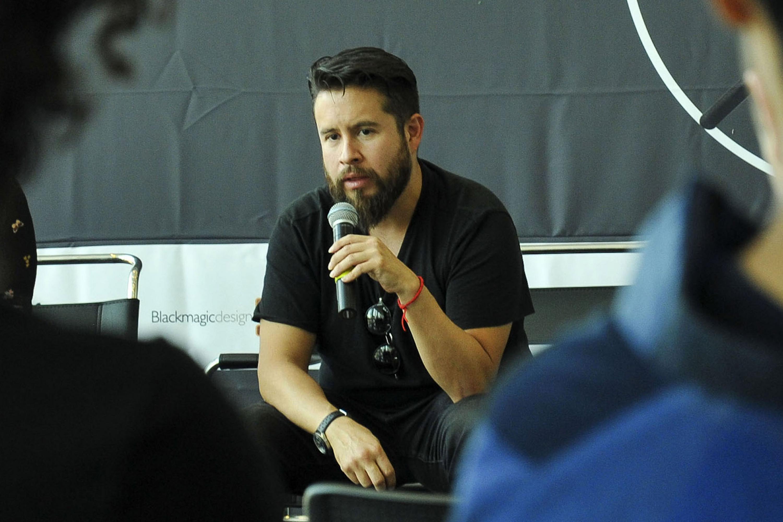 Andrés Martínez, director de AMTEC, participando en rueda de prensa celebrada en el Conjunto de Artes Escénicas; para dar a conocer el segundo Foro de Cinematógrafos.