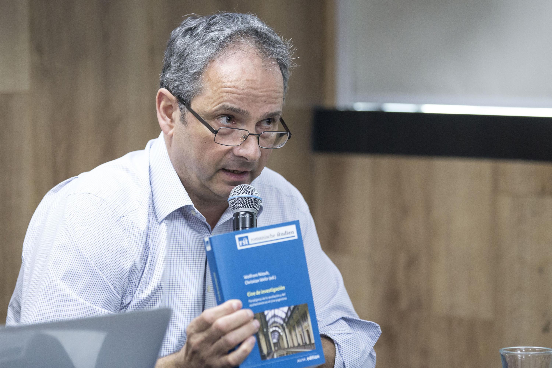Christian Wehr, haciendo uso de la palabra en rueda de prensa
