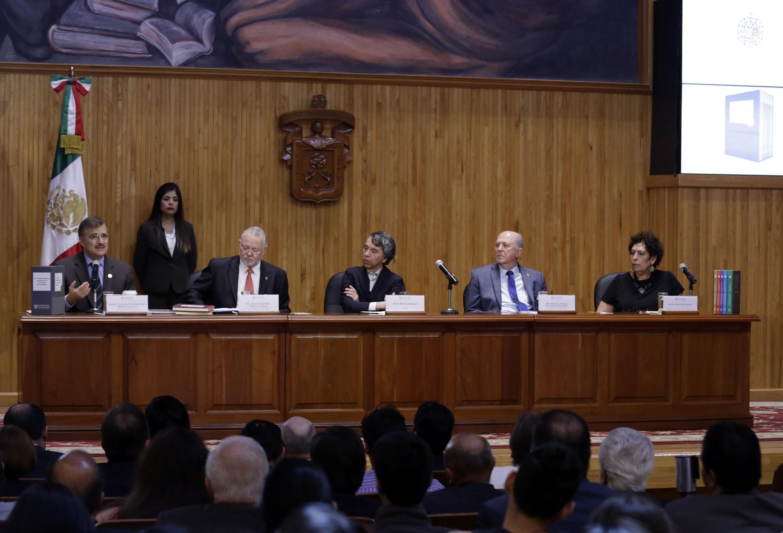 Presentación de la -Enciclopedia Histórica y Biográfica de la Universidad de Guadalajara-, de la autoría del profesor Juan Real Ledezma, y publicada por Editorial Universitaria.