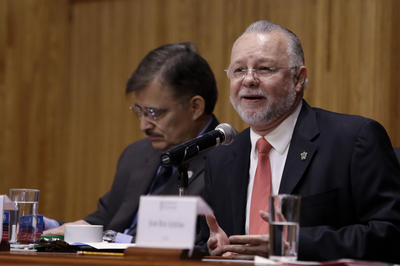 Maestro José Trinidad Padilla López, cuadragésimo quinto Rector de la Universidad de Guadalajara, haciendo uso de la palabra.