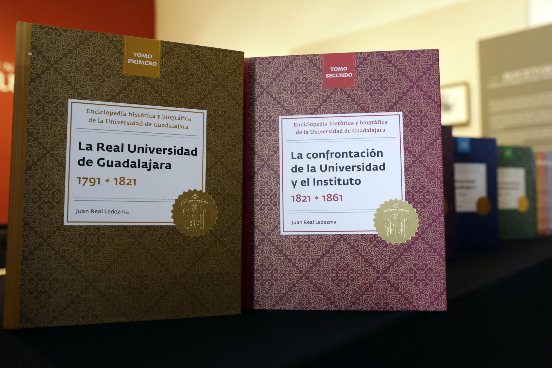 Portadas de los tomos primero y segundo de la Enciclopedia Histórica y Biográfica de la Universidad de Guadalajara.