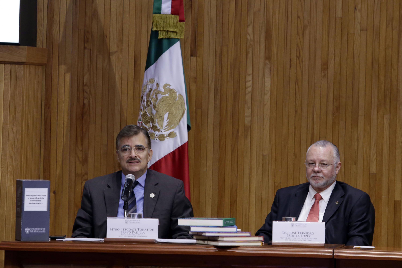 Maestro Itzcóatl Tonatiuh Bravo Padilla, Rector General de la Universidad de Guadalajara, haciendo uso de la voz.