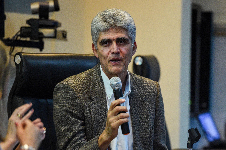 Dr. Sergio Pliego Rayas, representante de la Comisión Universidad Saludable haciendo uso de la palabra.